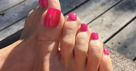 Long, fake toenails are trending and we can't really